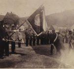 Schützenfest 1930 Abholen des Königs Emil Bröcher - Fahne noch mit alter Inschrift